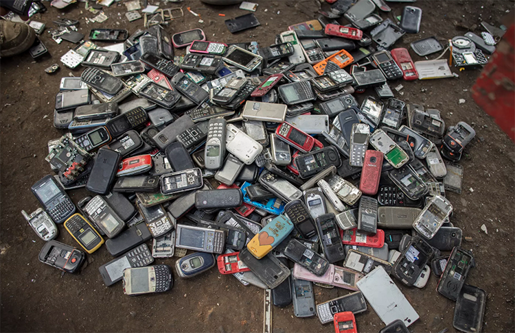 The model for recycling our old smartphones is actually causing massive pollution